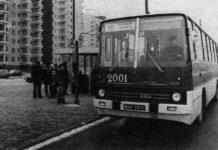 Pierwsza warszawska linia wyposażona w Ikarusy, czyli 192. Ten akurat w drodze na Dworzec Południowy ma przystanek na Puławskiej przed Wałbrzyską. Zdjęcie z węgierskiej gazety opublikowane na phototrans.eu