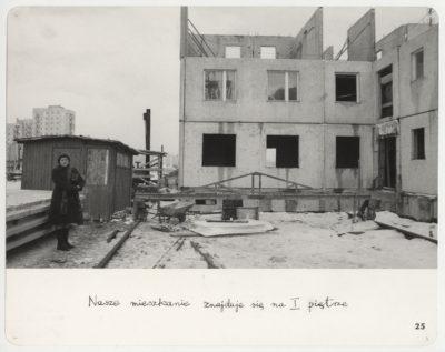 Fotograf i jego przyszły dom. Zamiany 15. Fot. Mariusz Hermanowicz, 1978 © M. Hermanowicz / Fundacja Archeologia Fotografii