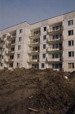 Budowa bloku na osiedlu Stokłosy. Jeżeli ktoś rozpoznaje, niech zamieści komentarz. Fot. Mariusz Hermanowicz, 1979 © M. Hermanowicz / Fundacja Archeologia Fotografii