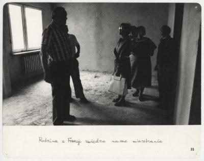"""Opis mówi wszystko. Cykl fotograficzny """"Mieszkanie"""", ciąg dalszy z lat 1977 i 1978. Fot. Mariusz Hermanowicz, 1979 © M. Hermanowicz / Fundacja Archeologia Fotografii"""