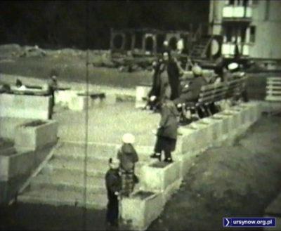 Zawsze pełen plac zabaw przy Szolc-Rogozińskiego. Kadr z filmu, nad. Andrzej Dudziec