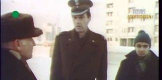 Ostatnie pouczenia ze strony władz wojskowych. Albo będzie odśnieżone, albo będzie gorzej. Bo źle już jest. Stan wojenny trwa równy tydzień. Kadr z DTV, 20.12.1981.