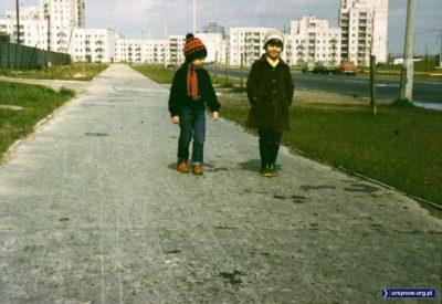 Cynamonowa w kierunku Ciszewskiego. Po lewej płot, za którym dziś jest stacja benzynowa i Leclerc. Wówczas były tam hale magazynowe. Fot. Adam Myśliński