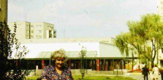 Wiolinowa i pawilon koło Domu Sztuki z charakterystycznym przeszklonym pasażem. No i mnóstwo kwiatów! Fot. Andrzej Herfurt