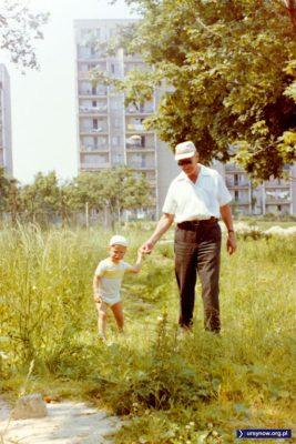 Sad przy starym gospodarstwie na Łące Olkówki. A wiecie, że niektóre z tych drzew owocowych rosną do dziś? Fot. Andrzej Herfurt