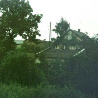 Zabudowania wsi Wolica na szczycie Skarpy. Czyli latarnia na słupie byłaby chyba przy Kokosowej. A może Nowoursynowskiej? Fot. Adam Myśliński.