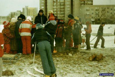 Ognisko w ramach zimowych atrakcji pod Kopą Cwila. Kiełbasek nie ma, bo są przecież na kartki. Fot. Adam Myśliński