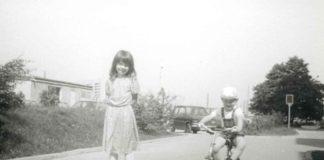 Kto nie rozumie tytułu zdjęcia pewnie nigdy nie jeździł na deskorolce. Agnieszka Leszczyńska jeździła. I dziś przesyła to zdjęcie kultowej plastikowej deski zrobione przy Lasku Brzozowym.