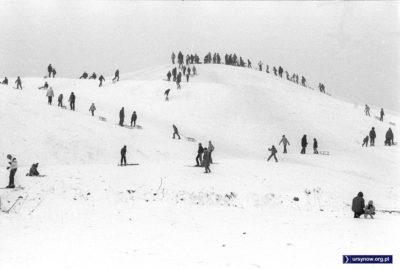 Tłumy na Kopie Cwila. Sanki, narty, zima i śnieg. Fot. Włodzimierz Pniewski