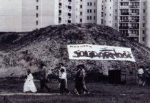 Ikoniczne zdjęcie (tylko nie wiem, kto jest autorem!) z wiecu Solidarności tuż przed czerwcowymi wyborami. Transparent jest na górce przy Herbsta. Fot.: ?