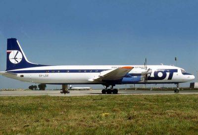 """Ił-18 """"Lenino"""" na lotnisku w Paryżu. 1977, fot. Michel Gilliand (Wikimedia)"""