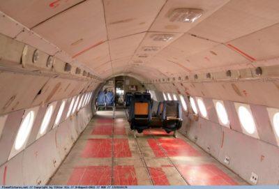 Wybebeszone wnętrze Iła-18. Fot. Viktor Kis, PlanePictures.net