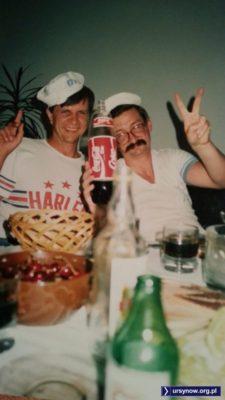"""Jest Coca-Cola, są czereśnie, jest zabawa. Jak ją opisuje nadsyłający Filip Chajzer: """"wielka biba w wielkiej płycie na Szolc-Rogozińskiego 15""""."""
