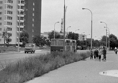 Autobus 104 tradycyjną trasą przez Służew zmierza w kierunku Nowoursynowskiej i dalej na Ursynów. Tradycja ma już 45 lat! Zdjęcie: www.przegubowiec.com