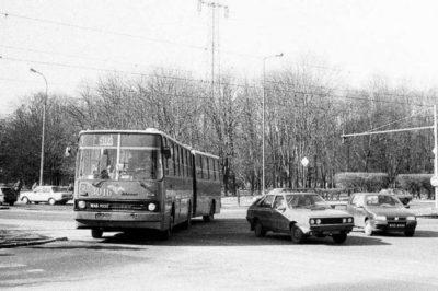 Jeszcze rok potrwa budowa metra, objazd Alei Niepodległości - nieco krócej. Ten 502 skręca jednak w Batorego, na Ursynów pojedzie Kazimierzowską. Zdjęcie: www.przegubowiec.com
