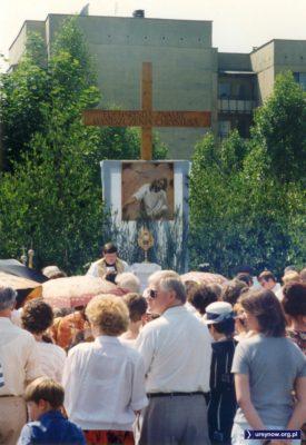 Procesja na Boże Ciało przystanęła na Jastrzębowskiego. W tle dom przy Zamiany 10.