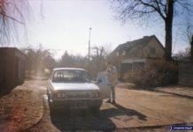 Osiedle domków jednorodzinnych przy SGGW na tyłach Nowoursynowskiej. Goście na Wielkanoc zajechali Wartburgiem, ale już z zachodnim silnikiem Golfa. Nadesłała Julia Dziubecka.