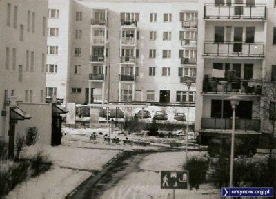Widok z Małej Łąki na Belgradzką i dom nr 52, w którym kiedyś był Pewex. Ale zimą 1998 roku to już historia. Zdjęcie nadesłał Krzysztof Lewandowski.
