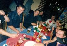 Ostatnia impreza w Cafe DAG w Domu Kultury Stokłosy. Tak, w 2000 roku normalnie paliło się papierosy w knajpach. Zdjęcie nadesłał Paweł Perzyna.
