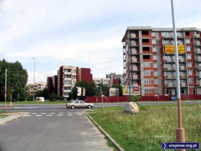 Budowa osiedla Olimpia przy Pileckiego zasłoniła już bloki przy Miklaszewskiego. A pomyśleć, że według planów miała tu być szkoła. Zdjęcie: Wojciech Nehyba.
