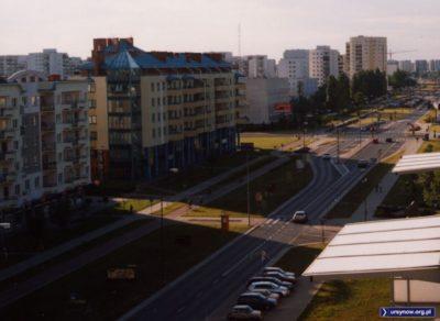 Aleja KEN (jednopasmowa oczywiście) na odcinku kabackim przed skrzyżowaniem z Przy Bażantarni. Fot. Maciej Mazur