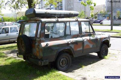 Terenowy rumuński ARO 244 w każdej chwili może wyruszyć na front. Na razie zadekował się w barwach maskujących na parkingu przy Stryjeńskich, Zdjęcie: Paweł Starewicz.