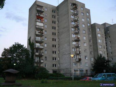 To pierwszy oddany i zasiedlony blok na osiedlu Stokłosy. Koncertowa 10. Kiedyś centrum lokalnego życia sąsiedzkiego. Fot. Maciej Mazur.