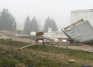 Fotel burmistrza to raczej nie jest. Ale może jakaś partyjna płotka nim nie pogardzi? Ostatni stołek do obsadzenia w ruinach dawnego ratusza przy Lanciego. Fot. Maciej Mazur.