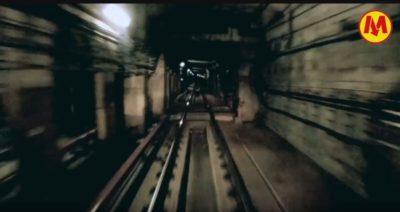 Widok z kabiny maszynisty metra na śluzę dzielącą tunel między stacjami Ursynów i Służew. Kadr z filmu Urzędu Miasta.