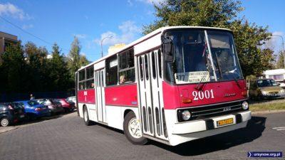 Ikarus tym razem jako 177, który w 1990 też zawracał na parkingu między Rosoła a blokami przy Dembego. I to już koniec wycieczki szlakami ursynowskiej komunikacji. Fot. Maciej Mazur.