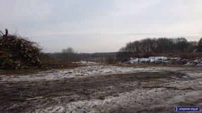 Wycięcie drzew na koronie Skarpy odsłoniło widok z Kokosowej na pola wilanowskie. Zaraz wjedzie tu sprzęt i rozpocznie się budowa ekspresówki. Fot. Maciej Mazur.