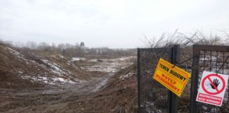 Jeszcze przed chwilą prowadził tędy off-roadowy skrót do Wilanowa przy stajni. Dziś stał się terenem budowy S2. Fot. Maciej Mazur.