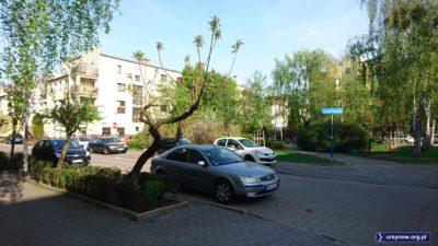 Skwer na Kabatach przy Ekologicznej nazwany w 2002 roku na cześć polskiej waluty. Taki ówczesny znak czasów. Fot. Maciej Mazur