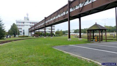 Klasyka industrialnej nowoczesności lat osiemdziesiątych - łącznik między biurowcem i elektrowozownią w bazie metra. Fot. Maciej Mazur