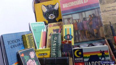 Poza niektórymi wyjątkami, większość ekspozycji to klasyka sklepu papierniczego z lat osiemdziesiątych. Muzeum Zabawek w Kudowie-Zdroju. Fot. Maciej Mazur