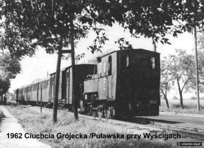 Rok 1962. Pociąg kolejki grójeckiej na Puławskiej na wysokości Wyścigów Konnych. Zdjęcie: Roman Laskowski.