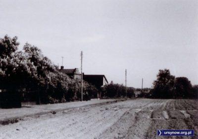 Prawdopodobnie zdjęcie przedstawia ulicę Jagiełły w maju 1974 (jej szczątkowy odcinek istnieje do dziś na Łące Olkówki). Zdjęcie ze zbiorów Rodziny Pytko.