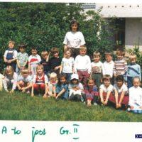 Zrobiło się kolorowo! Odwilż 1989 roku przyniosła sporo zmian. Zdjęcia zrobiły się normalnie kolorowe, a i dzieciaki też już nie wyglądają na wychowanków peerelu. Kronika Przedszkola nr 283.