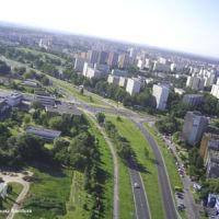 Ulica Anody przechodząca za skrzyżowaniem w Rosoła, widok na południe. Po lewej budynki basenu SGGW, po prawej - Lachmana. W oddali Natolin. Zdjęcie: Tadeusz Sandura.